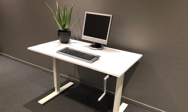 ergonomisk arbetsplats hög- och sänkbart arbetsbord erbjudande inredningshuset